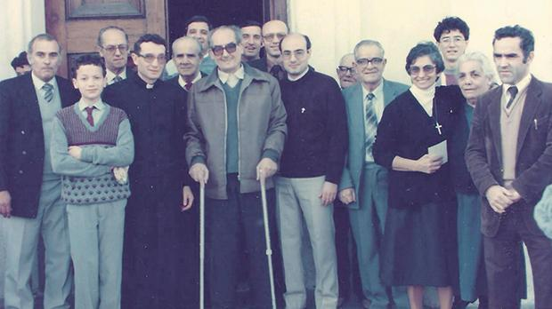 Christmas Day 1985 was Sladden's last visit to Senglea. He is seen here with (to his right) Can. Vincent Cachia, his successor as Senglea archpriest, and (to his left) Fr Faustino Ellul, his vice parish priest, together with other family members and parish collaborators.