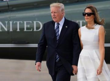 Watch: Donald Trump can't seem to get his wife to hold his hand