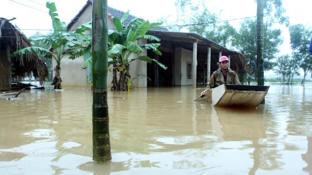 Floods in central Vietnam kill 15, leave 6 missing
