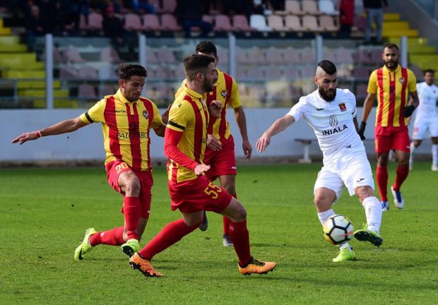 Mario Fontanella (right) of Valletta attempts a shot against Senglea Athletic. Photo: Mark Zammit Cordina