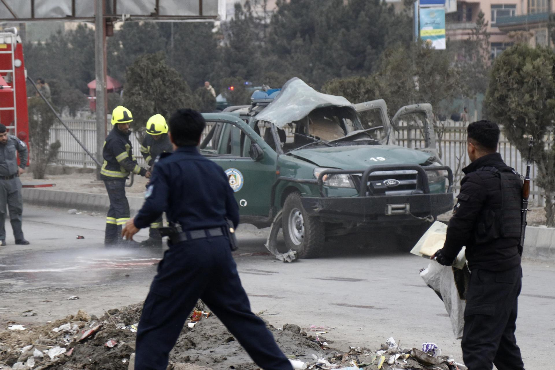 Policemen arrive at a site of a bomb blast which killed at least two people and injured five others, in Kabul on February 21, 2021. Photo: AFP