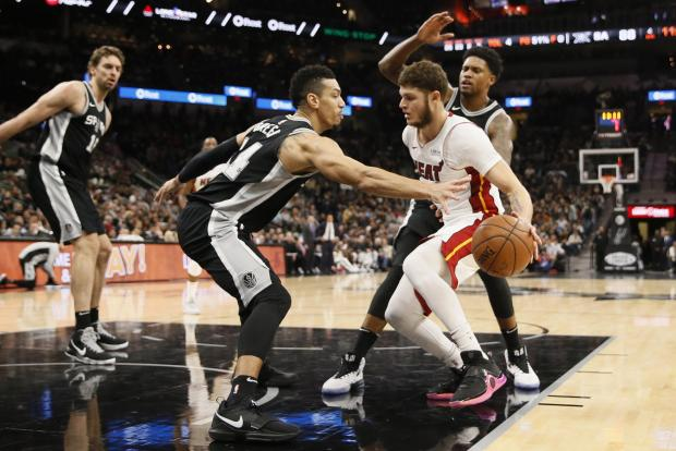 San Antonio Spurs shooting guard Danny Green (14) attempts to knock the ball away from Miami Heat shooting guard Tyler Johnson (8) during the second half at AT&T Center. Photo: Soobum Im-USA TODAY Sports.