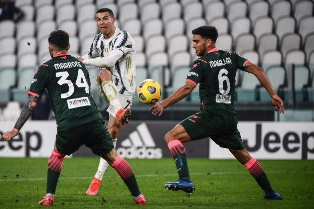 Ronaldo's Crotone double keeps Juve in title hunt