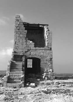 Several boulders of the Żnuber turret are missing.