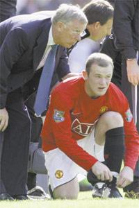 Manchester United manager Alex Ferguson talks with striker Wayne Rooney during Sunday`s Premier League match against Reading at Old Trafford.