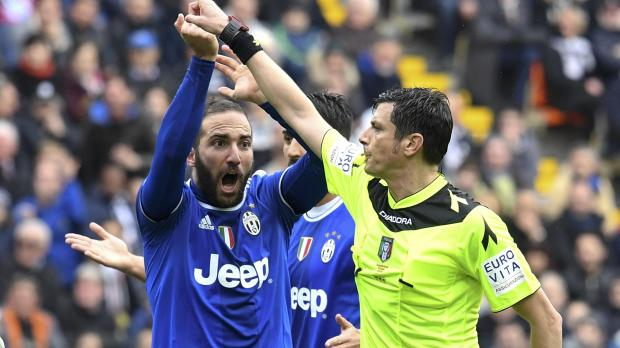 Italian referees are constantly in the spotlight. Photo: Reuters