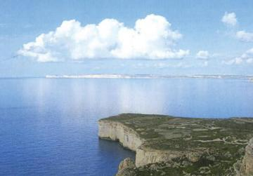 The iconic promontory of Ras ir-Raħeb (Headland of the Hermit), flanking Fomm ir-Riħ, enhanced by Punic, Roman and medieval remains.
