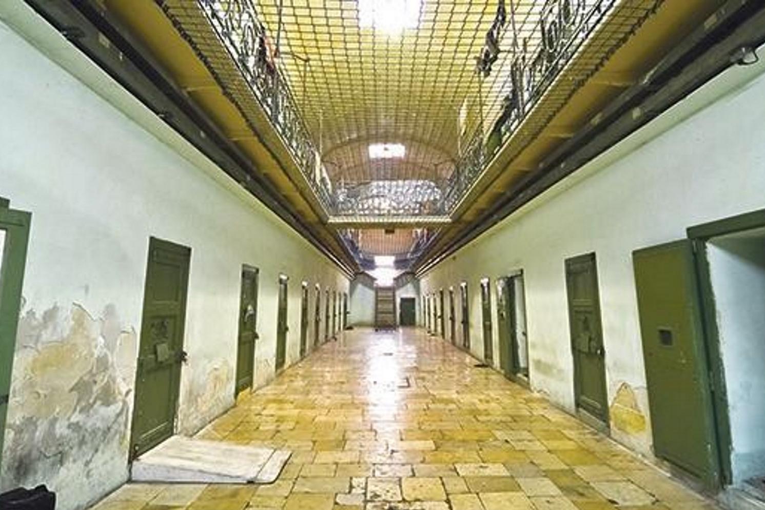 Prisoner found dead in his cell