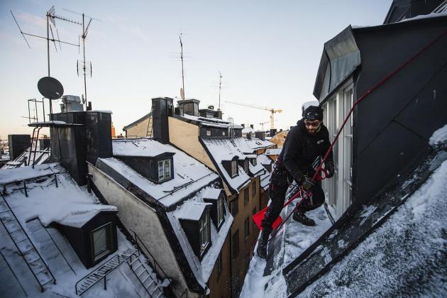 Sweden's rooftop snow clearers brave vertigo in white winter