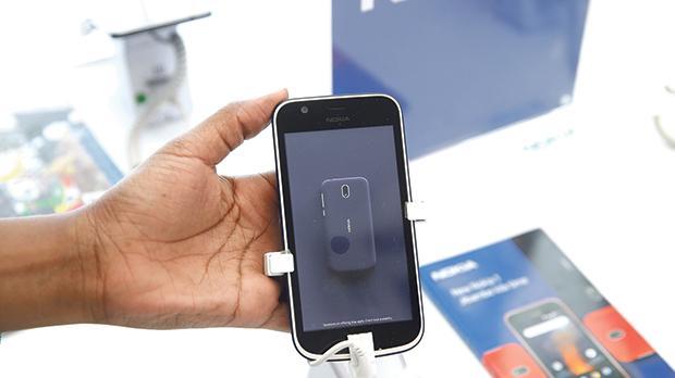 A sales representative displays a Nokia 5 smartphone at a shop in Nairobi, Kenya. Photo: Reuters