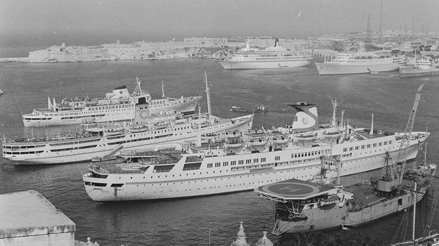Mediterranean mooring for five cruise ships before the construction of quays at Lascaris and Pinto wharves.