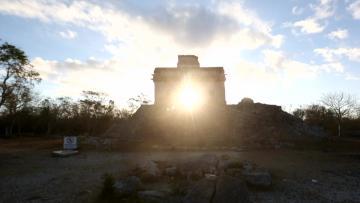 Mystics, selfie-seekers celebrate spring at Mexico pyramids
