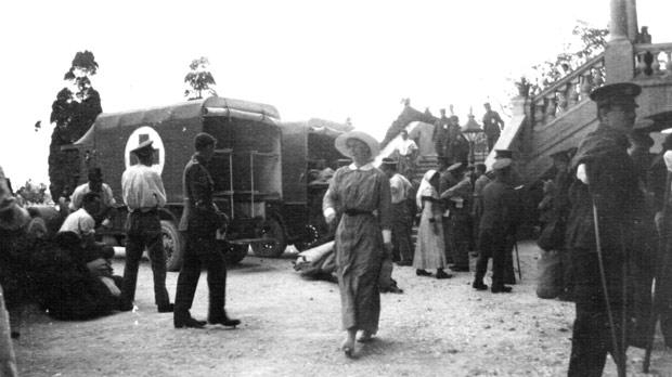 Casualties from Gallipoli arriving at Cottonera Hospital.