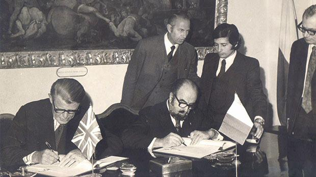 The signing of the 1975 UK-Malta health agreement, paving the way for free medical services for Maltese patients in the UK. From left: British High Commissioner W. Hayden, Dr Albert Hyzler, J. Darmanin from the Foreign Office, Tony DeBono and Alfred Grech.