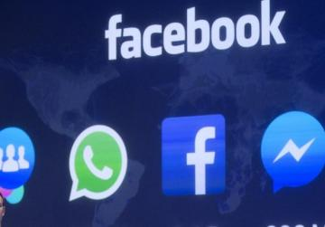 Facebook admits employees had access to passwords