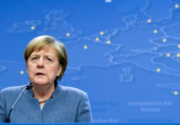 Merkel briefly stuns audience with Brexit response