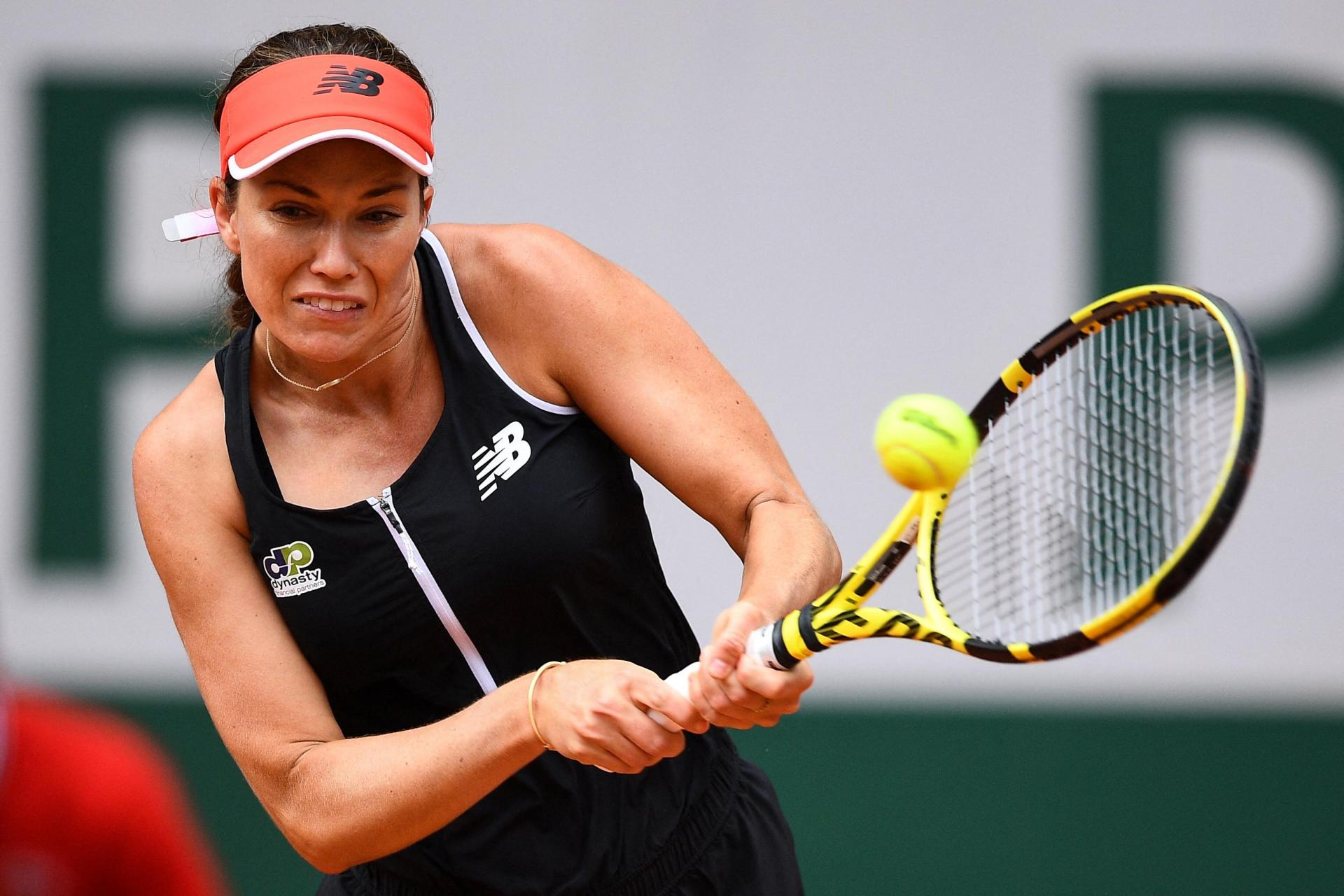 Danielle Collins returns the ball to Serena Williams during their women's singles third round tennis match on Day 6 of The Roland Garros 2021 French Open tennis tournament in Paris on June 4, 2021. Photo: Christophe Archambault/AFP
