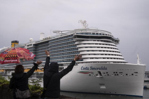 Cruises eye smoother waters with vaccines, 'health bubbles'