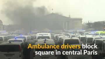 Paramedics clash with police in latest Paris protest