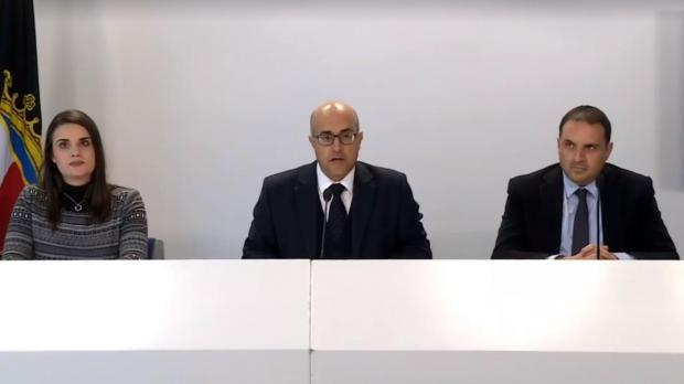 Environment spokesman Jason Azzopardi (centre) said a series of short-sighted decisions on construction waste had led to a crisis.