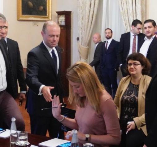Nationalist MEP Roberta Metsola refuses to shake Prime Minister Joseph Muscat's hand.