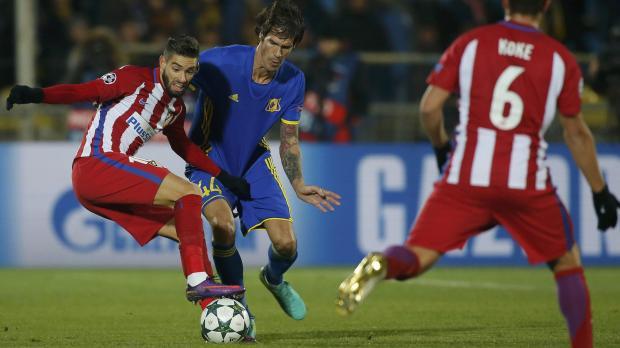 Atletico Madrid's Yannick Carrasco and Rostov's Cesar Navas in action. Photo: Maxim Shemetov, Reuters