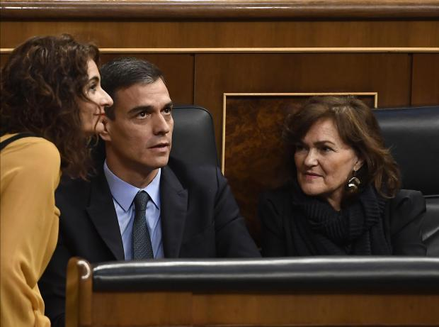 Spanish Prime Minister Pedro Sanchez (C), Deputy Prime Minister and minister of equality Carmen Calvo (R) and Spanish minister for finance Maria Jesus Montero (L) attend a debate on the government's 2019 budget.