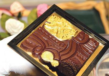 Platres: chocolate with gold.