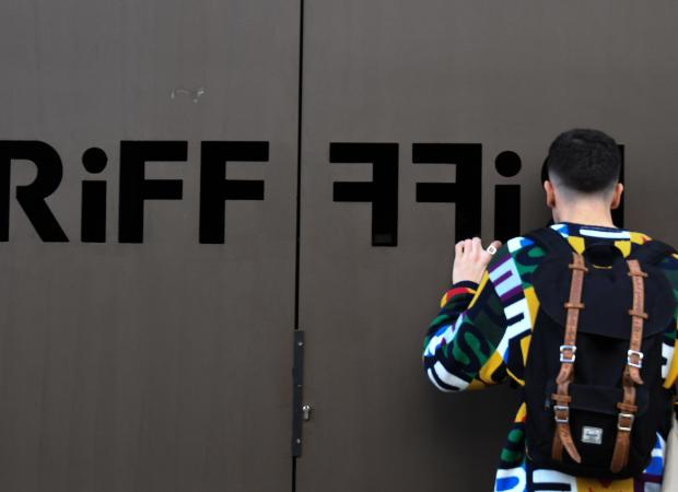 A man peers through the entrance door of the Riff restaurant in Valencia.