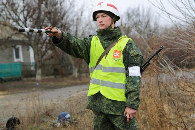 Ukraine foes start troop withdrawal in war-torn east