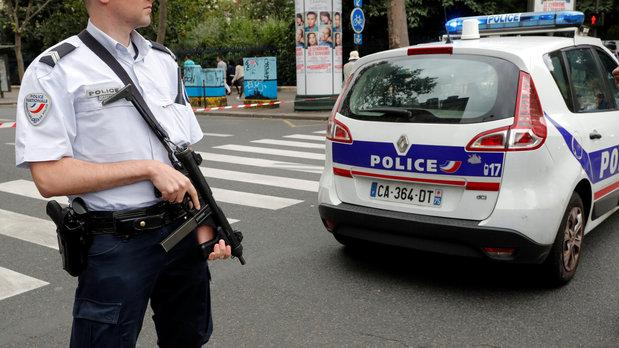 Man opens fire in Paris supermarket - police surround him at home