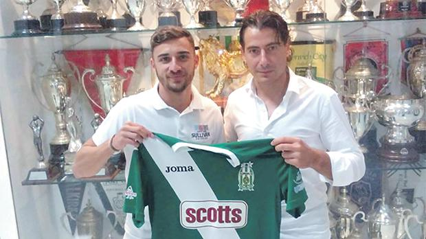 Leighton Grech (left) poses with the Floriana shirt alongside president Riccardo Gaucci.