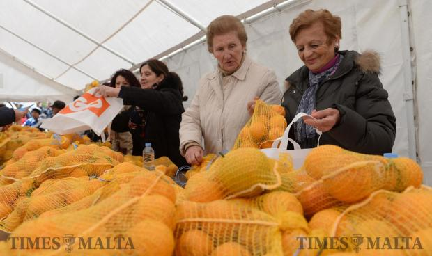 Helpers pack oranges into bags at the annual Citrus Fest in San Anton on January 29. Photo: Matthew Mirabelli