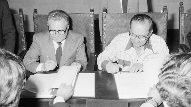 Signing an oil contract in 1981.