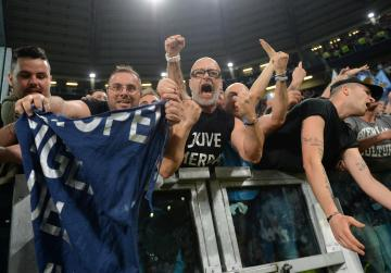 Watch: Thousands of euphoric Napoli fans welcome team home
