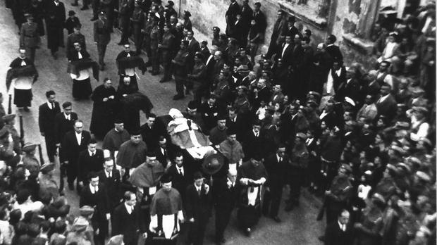 The funeral cortege going through the streets of Valletta.