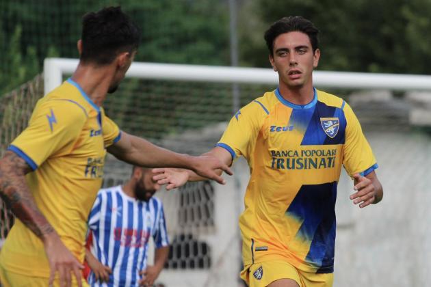 Frosinone Calcio unveil Alex Satariano as their latest signing
