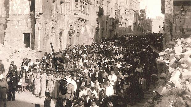 July 9, 1944: The statue of the Redeemer being carried through Victory Street, Senglea, towards Porto Salvo church on its arrival from Paola.