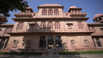 India fights to save its heritage havelis in the desert