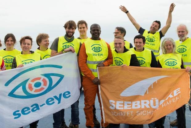 The 10 crew members of Professor Albrecht Penck. Photo: Alexander Draheim/sea-eye.org)