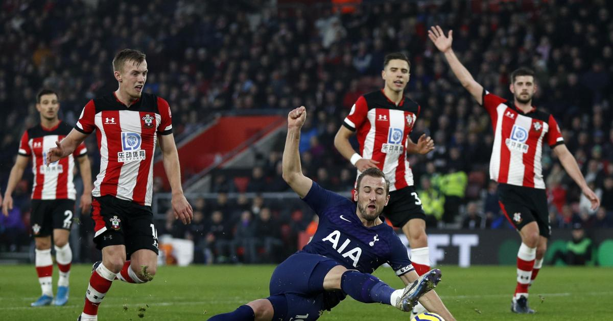Update: Kane set for long absence after Spurs star suffers torn hamstring