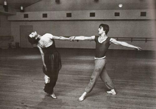Carla Fracci partnering Mikhail Baryshnikov. Photo: pinterest.com