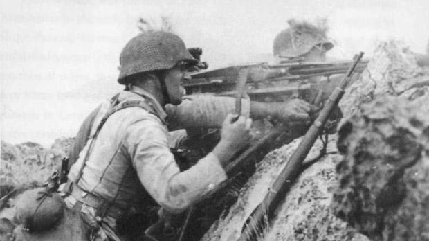 A German MG-42 team in action on the eastern slope of Appetici.