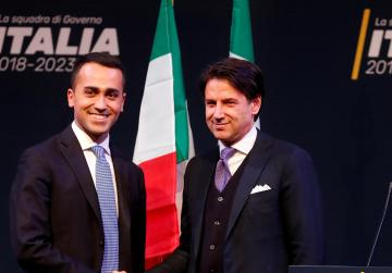 Italy parties propose unknown academic to head radical government, President hesitates