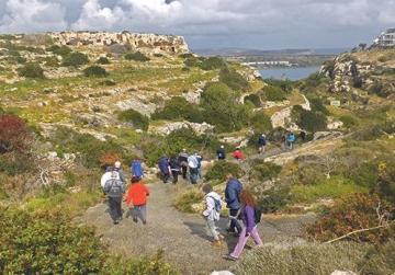 Descending into the beautiful historic valley of Ġnien Ingraw.