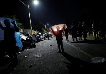 Under US pressure, migrant caravan halted on Mexico-Guatemala border