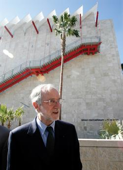 Renzo Piano in front of the Broad Contemporary Art Museum, one of his designs.