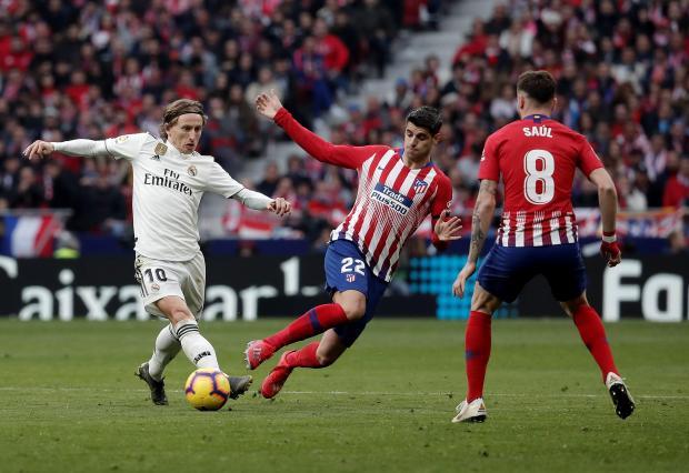 Luka Madrid controls the ball ahead of Alvaro Morata and Saul.