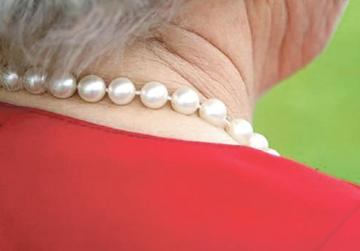 The thief was after pearls the woman was wearing. Photo: Shutterstock
