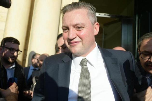 He's back - Konrad Mizzi returns to parliament, for a few minutes